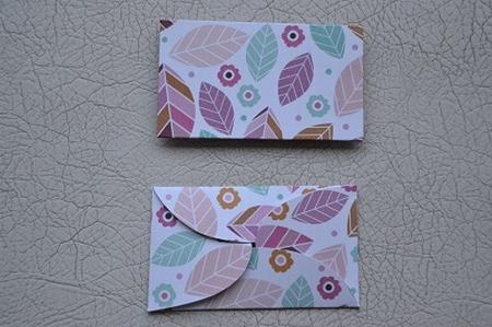 Gevertje, plat, wit-print roze/groene blaadjes en bloemetjes