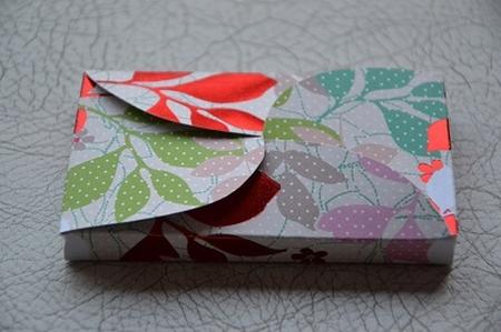 Gevertje, hoog, wit met bladeren-print