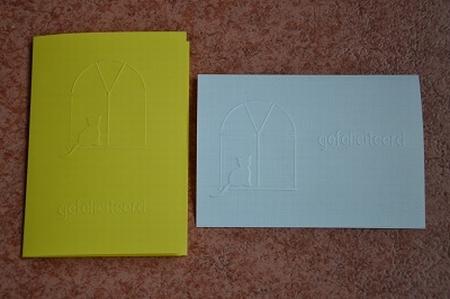 Dubbele kaart met reliëf kat / gefeliciteerd